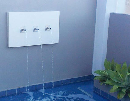 Finger spout water feature